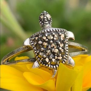 Sterling silver marcasite turtle ring 🐢